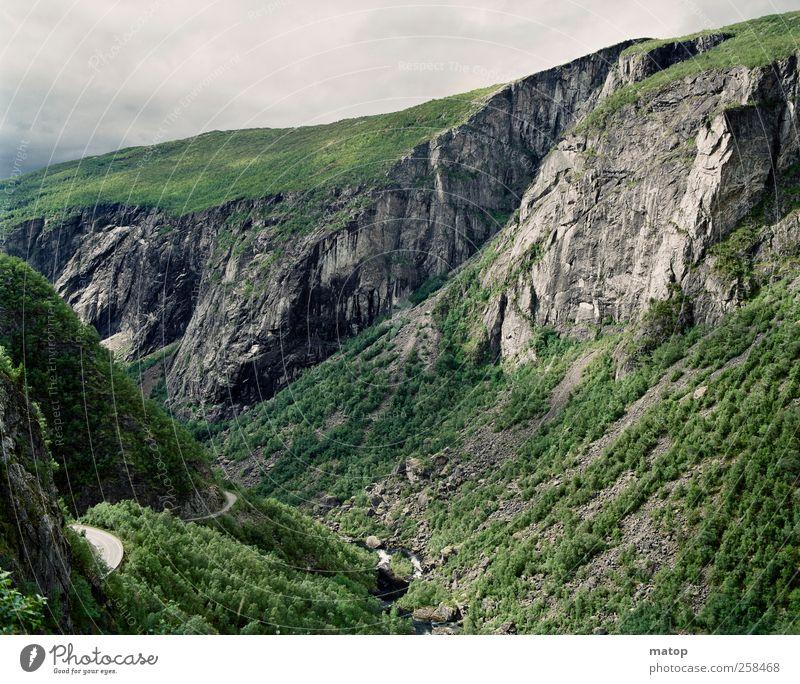 Vøringsfossen racersykkel Himmel Natur Sommer Wasser Baum Erholung Landschaft Wolken Berge u. Gebirge Freiheit Felsen Sträucher ästhetisch Fluss Klettern Bach