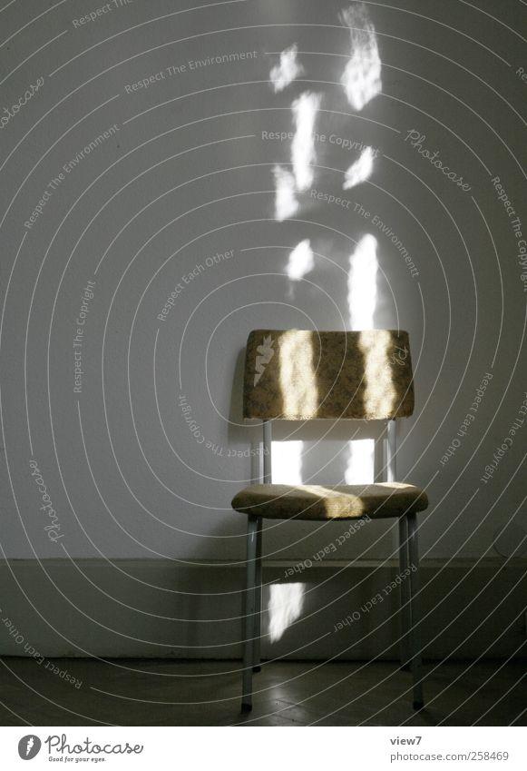 Sonnenstuhl Umzug (Wohnungswechsel) einrichten Innenarchitektur Möbel Stuhl Mauer Wand Stein Beton authentisch positiv Beginn ästhetisch Erholung Ordnung
