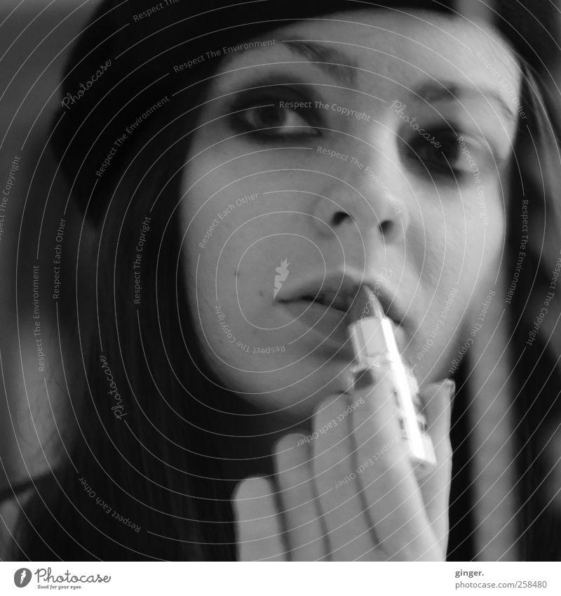 La.Bella.Rocka Mensch Jugendliche Hand schön Gesicht Erwachsene feminin Kopf Stil elegant ästhetisch Coolness weich 18-30 Jahre Spiegel Kosmetik