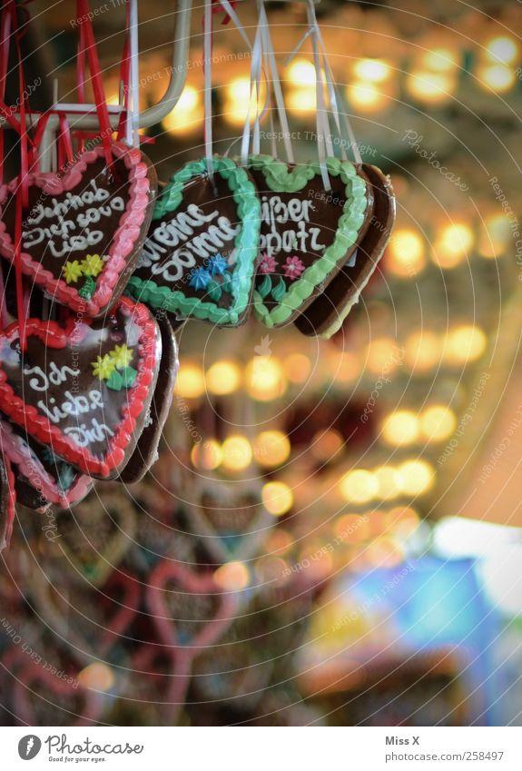 Ich dich auch Lebensmittel Süßwaren Ernährung Valentinstag Jahrmarkt Kitsch lecker süß Liebe Verliebtheit Lebkuchen Zuckerguß verziert Herz Lebkuchenherzen