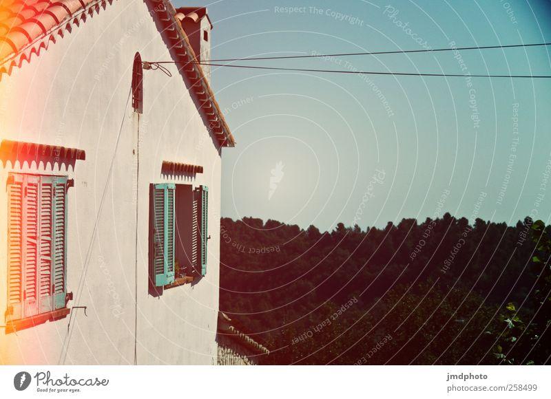 Ausblick Himmel Ferien & Urlaub & Reisen Sommer ruhig Haus Wald Fenster Wand Garten Mauer Zufriedenheit Wohnung Elektrizität Kabel Häusliches Leben Aussicht