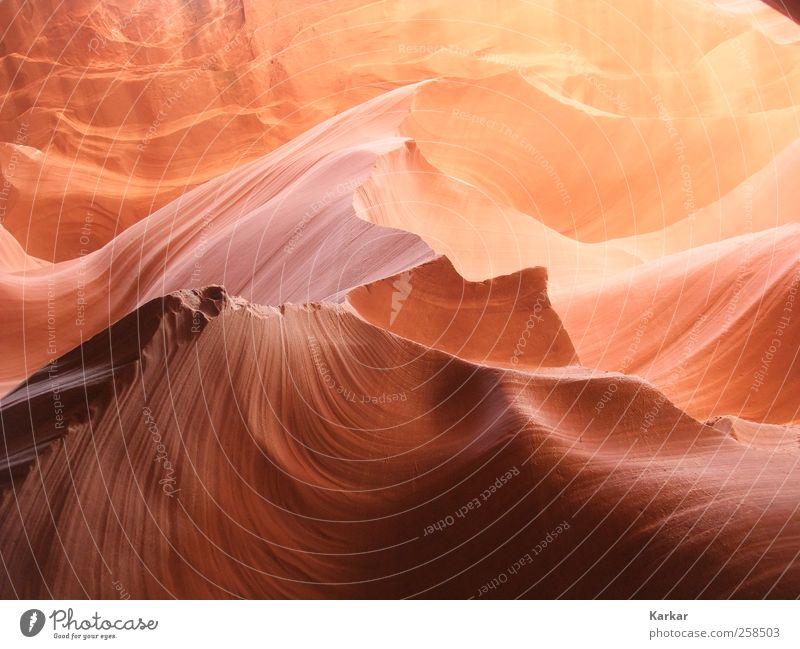 Sandiger scharfer Stein schön rot Landschaft ruhig gelb braun Sand Felsen träumen Wellen Kraft ästhetisch Energie berühren geheimnisvoll Glaube