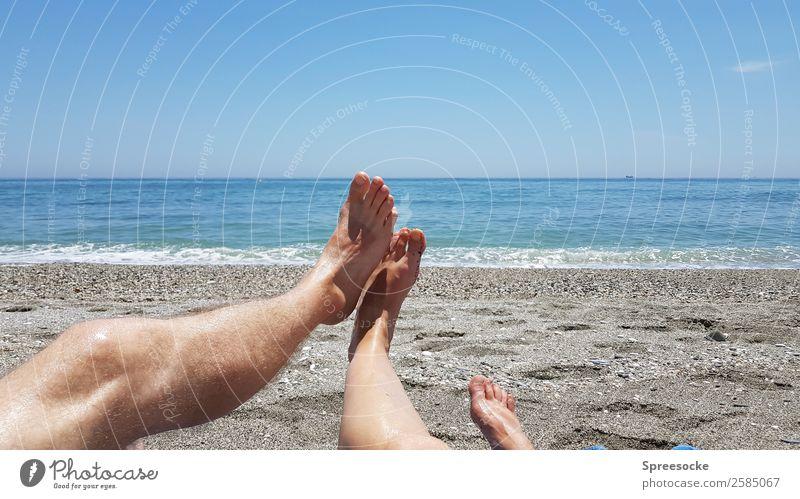 Urlaub Frau Mensch Ferien & Urlaub & Reisen Mann Sommer Sonne Meer Erholung Freude Strand Ferne Erwachsene Beine Wärme feminin Paar