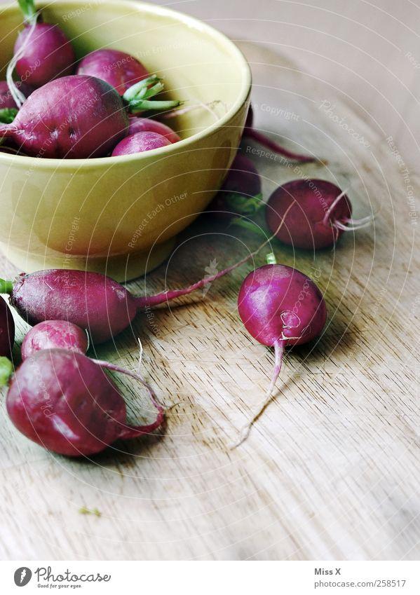 Radieschen rot Ernährung Holz Lebensmittel rund Gemüse Scharfer Geschmack Gesunde Ernährung lecker Schalen & Schüsseln Schneidebrett Wurzelgemüse Rettich