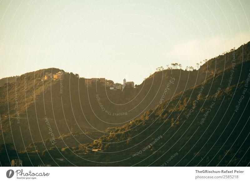Hügel Natur Landschaft braun gelb gold Cinque Terre Italien Kirche Haus bewohnt Wald Silhouette Licht Sonnenuntergang Dämmerung Reisefotografie Farbfoto
