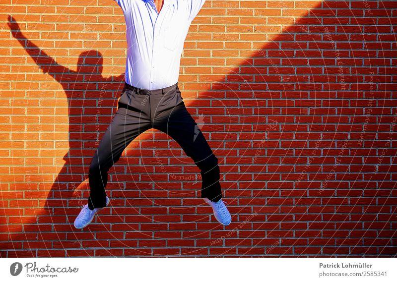 Überflieger elegant Freude Glück Körper Wohlgefühl Zufriedenheit Karriere Erfolg Mensch maskulin Mann Erwachsene 1 45-60 Jahre Schönes Wetter Mauer Wand Mode