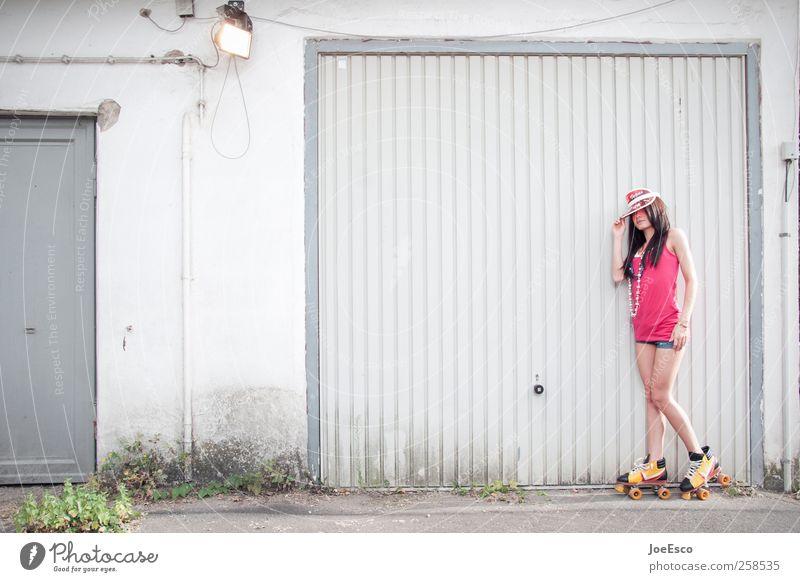 #258535 Stil schön Freizeit & Hobby Spielen Sommer feminin Frau Erwachsene Leben 1 Mensch Mode T-Shirt Accessoire brünett beobachten Erholung stehen trendy