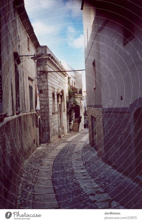 Gasse im Süden Italien Dorf Architektur Straße Mediteran Altstadt Kurve
