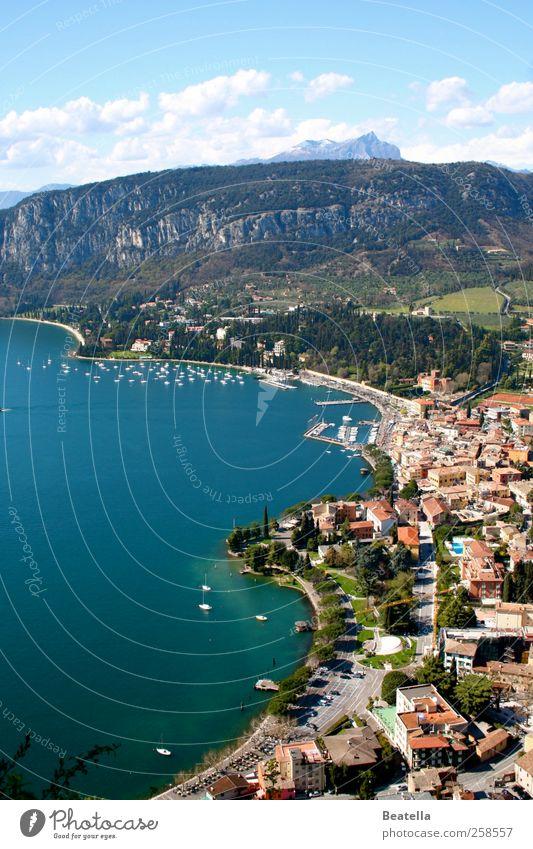 Garda Ferien & Urlaub & Reisen Ausflug Sommer Natur Landschaft Wasser Schönes Wetter Felsen Berge u. Gebirge Küste Seeufer Bucht Gardasee Italien Kleinstadt