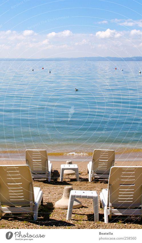 Die Ruhe am See Wasser Umwelt Landschaft Zufriedenheit Kunststoff Schönes Wetter Seeufer Liegestuhl Gardasee
