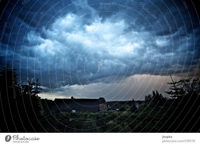 Himmel Natur Wolken dunkel Landschaft Luft Regen Horizont Angst Wassertropfen Abenteuer Klima Wandel & Veränderung Unwetter Gewitter Aggression