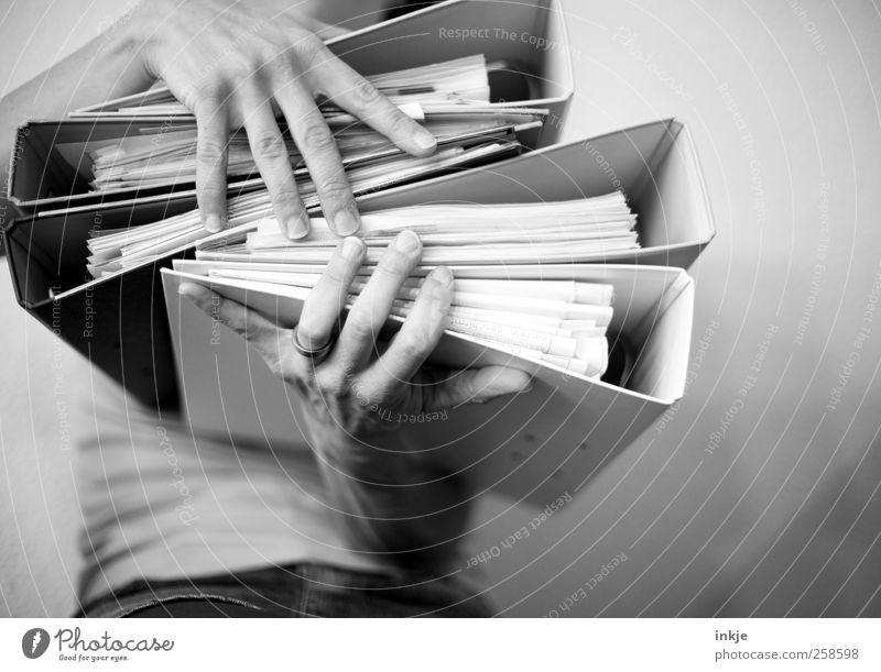packen wir es an...! Mensch Hand Erwachsene Leben Gefühle Schule Stimmung Business Arbeit & Erwerbstätigkeit Studium Papier viele Bildung festhalten