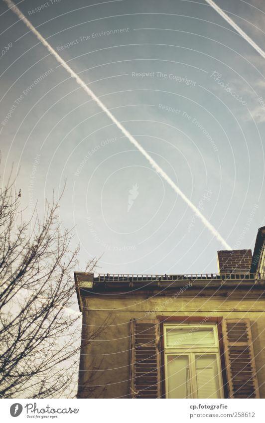 Schöne Aussicht Baum Haus Fenster Dach Ast Schönes Wetter Putz Fensterladen Kondensstreifen