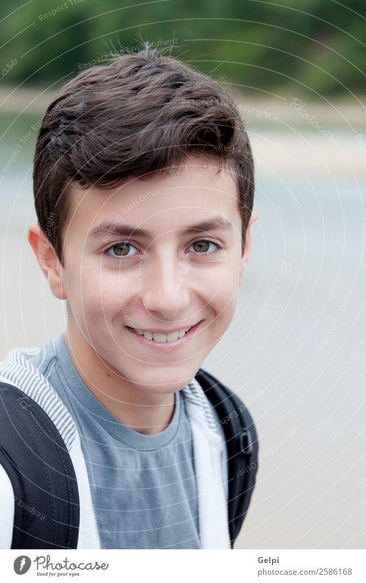 Teenager auf der Straße Lifestyle Glück Mensch Junge Mann Erwachsene Jugendliche Hand Lächeln Coolness weiß jung Menschen Schüler Typ gutaussehend lässig