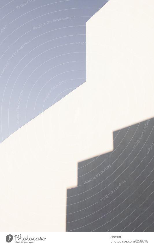 flächen Himmel Wolkenloser Himmel Bauwerk Gebäude Architektur Mauer Wand Fassade Wärme Strukturen & Formen Schatten abstrakt blau graphisch Farbfoto