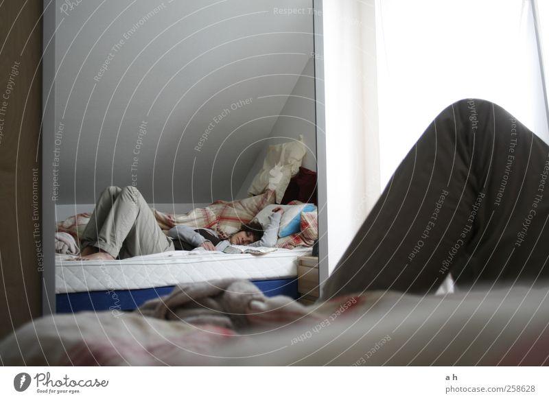 dream catch me Mensch Jugendliche ruhig Erwachsene feminin grau träumen Stimmung liegen schlafen Pause Bett 18-30 Jahre Spiegel Hose Müdigkeit