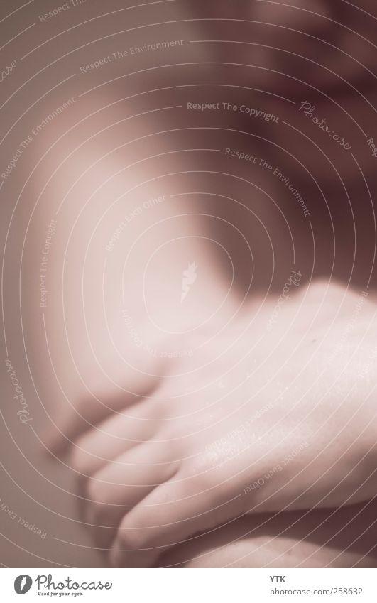 Inland Empire Mensch Frau Jugendliche Hand Gesicht Erwachsene Erholung feminin Denken Arme Schwimmen & Baden Finger 18-30 Jahre Junge Frau nachdenklich Bad