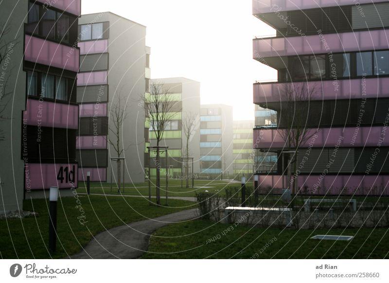 Regenbogensiedlung, 41d Wolken Winter Nebel Park Stadt Stadtrand Menschenleer Haus Gebäude Architektur Balkon dunkel gruselig kalt trist Einsamkeit
