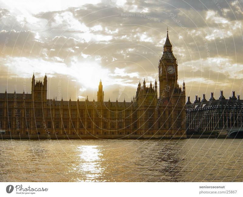 London - Houses of Parliament Wasser Sonne Wolken Europa Uhr Vergangenheit Themse Big Ben