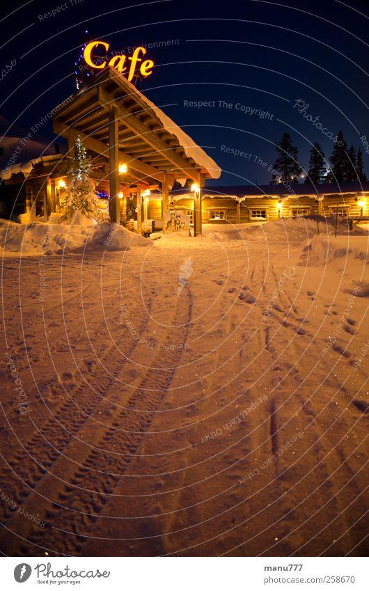 Eiskaltes Wintercafé in Finnland (Äkäslompolo) Umwelt Natur Schnee Park Haus genießen hängen Ferien & Urlaub & Reisen Warmherzigkeit Café Warmes Licht Farbfoto