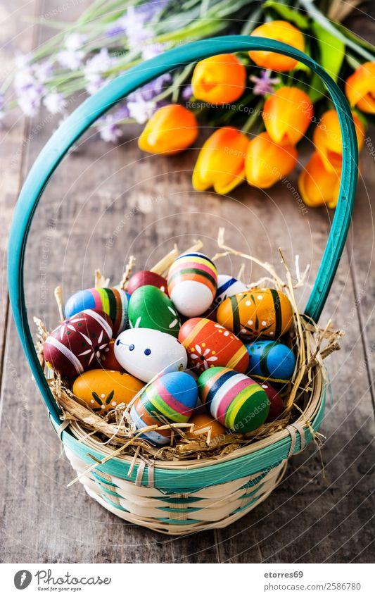 Ostereier im Korb und Tulpen auf Holz Ostern Ei Farbe Ferien & Urlaub & Reisen Feste & Feiern Feiertag Hintergrundbild Gast Dekoration & Verzierung festlich