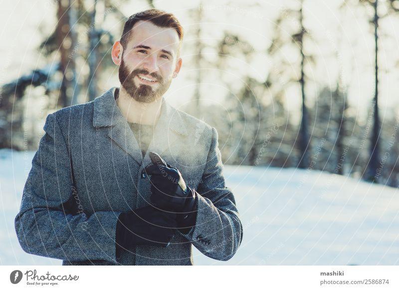 schöne junge bärtige Männer auf Winterspaziergang Lifestyle Freude Glück Erholung Freizeit & Hobby stricken Ferien & Urlaub & Reisen Freiheit Schnee Mann