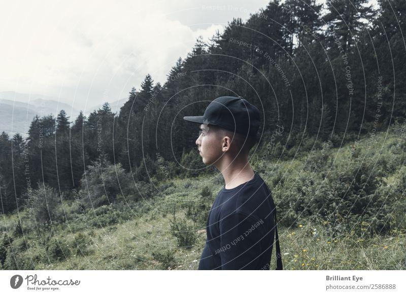 Sehnsucht Mensch Natur Ferien & Urlaub & Reisen Jugendliche Junger Mann ruhig Wald Ferne Berge u. Gebirge 18-30 Jahre Lifestyle Erwachsene Herbst Freiheit