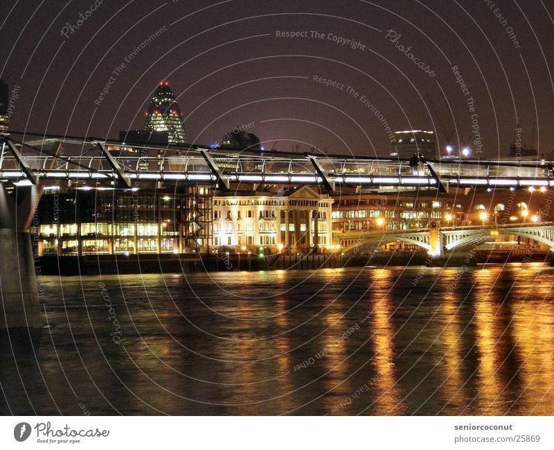 London - Millenium Bridge Nacht Licht Europa Brücke Fluss Themse Wasser