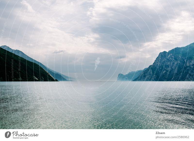 Lago di Garda Umwelt Natur Landschaft Sommer schlechtes Wetter Nebel Berge u. Gebirge dunkel natürlich Einsamkeit Horizont Idylle nachhaltig ruhig Gardasee