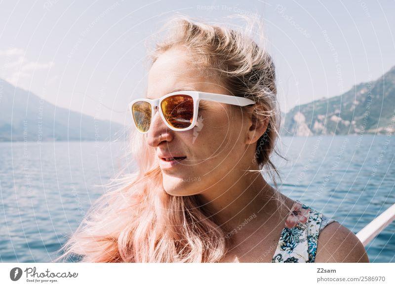 Portrait einer jungen Frau am Gardasee Lifestyle Freizeit & Hobby Ferien & Urlaub & Reisen Sommerurlaub Junge Frau Jugendliche 18-30 Jahre Erwachsene Natur