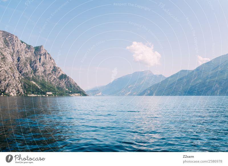 Lago di Garda Umwelt Natur Landschaft Himmel Wolken Sommer Schönes Wetter Berge u. Gebirge Seeufer nachhaltig natürlich blau Gelassenheit ruhig Idylle Ferne