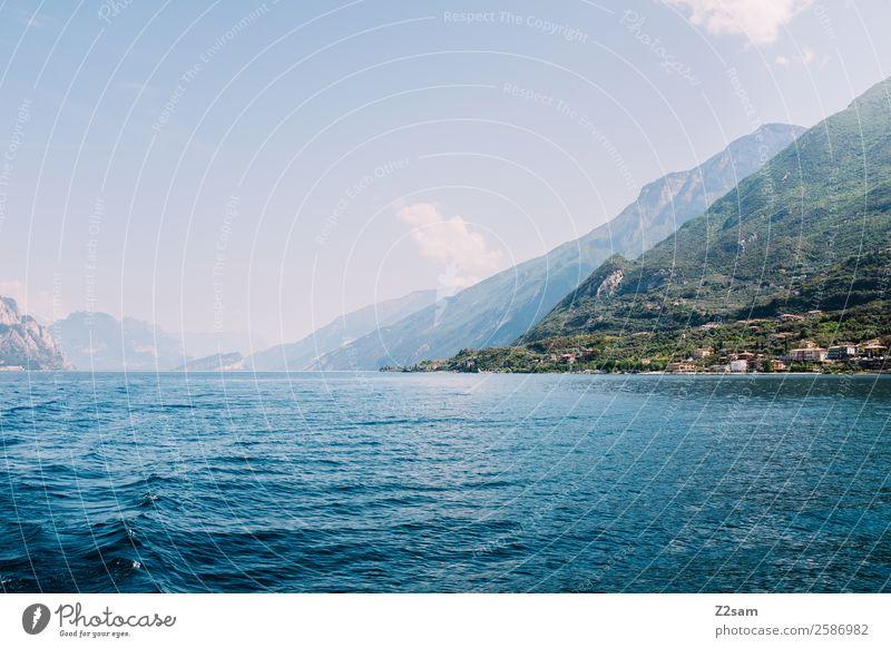 Gardasee | Malcesine Natur Landschaft Himmel Sommer Schönes Wetter Berge u. Gebirge Seeufer Dorf Kleinstadt Hafenstadt fahren nachhaltig natürlich blau grün