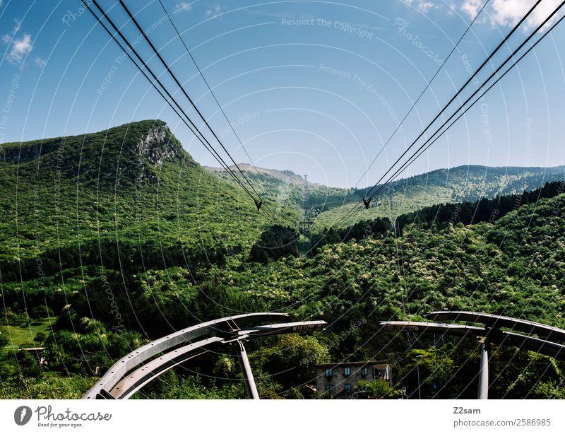Gondel | Monte Baldo | Bergfahrt Natur Landschaft Himmel Schönes Wetter Wald Alpen Berge u. Gebirge Personenverkehr Seilbahn fahren Ferne gigantisch hoch