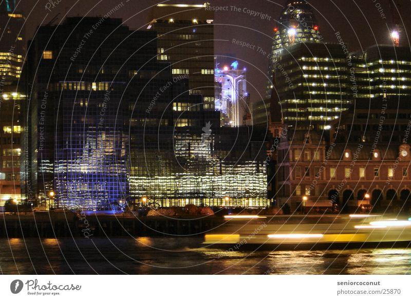 London Themseufer bei Nacht Reflexion & Spiegelung Europa Licht Wasser Fluss Lloyd Building Architektur