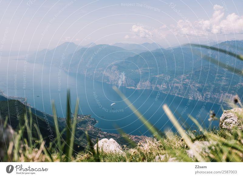 Lago di Garda | Gleitschirmflieger Himmel Natur Ferien & Urlaub & Reisen blau grün Landschaft Berge u. Gebirge natürlich Sport Tourismus Freiheit See fliegen