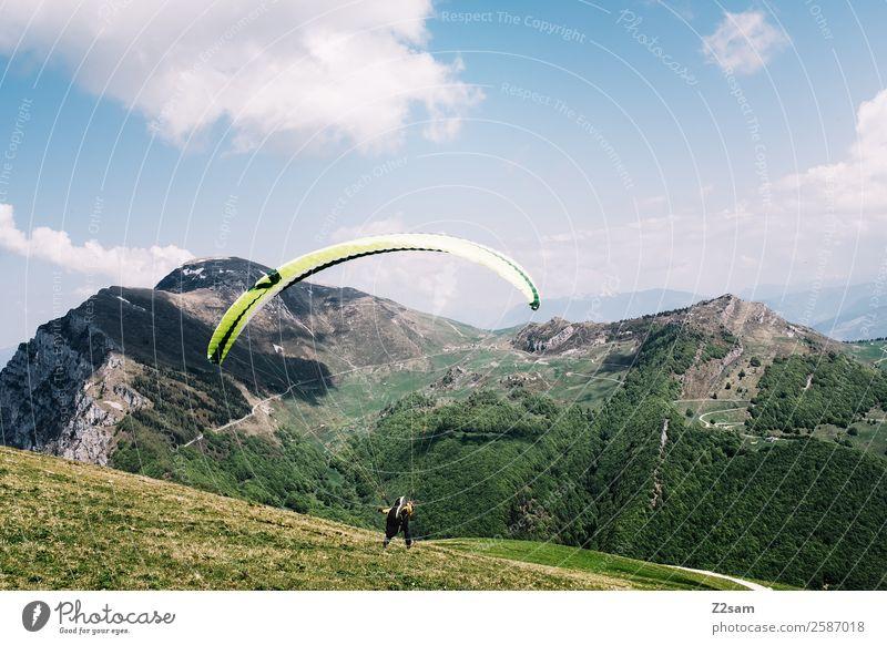 Gleitschirmfliegen   Start   Monte Baldo Natur Ferien & Urlaub & Reisen Jugendliche Sommer blau grün Junger Mann Landschaft Berge u. Gebirge Sport Freiheit
