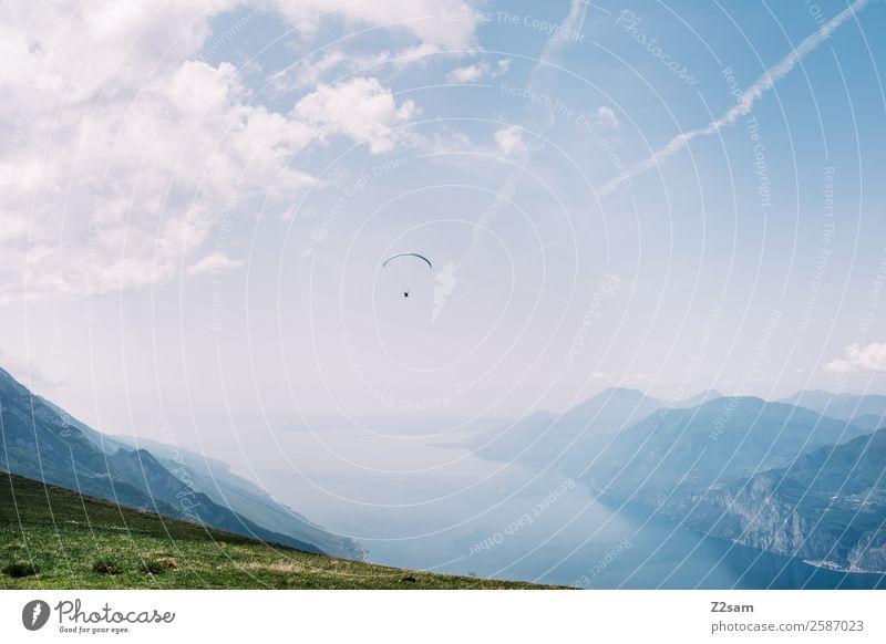 Gleitschirmfliegen | Monte Baldo | Gardasee Mensch Himmel Natur Ferien & Urlaub & Reisen Sommer blau grün Landschaft Wolken Ferne Berge u. Gebirge natürlich