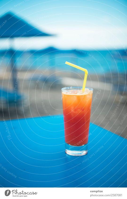Longdrink an der Strandbar Lebensmittel Getränk trinken Erfrischungsgetränk Alkohol Cocktail Glas Lifestyle Freude Erholung Schwimmen & Baden
