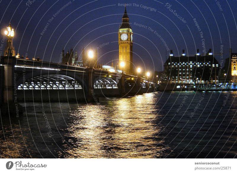London - Big Ben und Westminster Bridge Uhr Turmuhr Europa Brücke Fluss Architektur