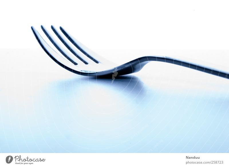 Essgerät Gabel ästhetisch Besteck Ernährung Küche Metallwaren Farbfoto Gedeckte Farben Studioaufnahme Textfreiraum oben Textfreiraum unten High Key