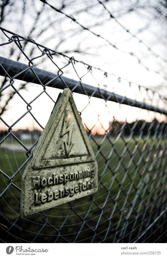 Hochspannung Kernkraftwerk Energiekrise Elektrizität Schilder & Markierungen Hinweisschild Warnschild alt bedrohlich Wärme gelb grün Sicherheit Schutz