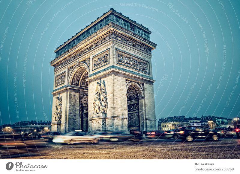 Triumphbogen (Paris) Bewegung Architektur Gebäude PKW bedrohlich Paris Mut Autofahren Hauptstadt Straßenverkehr Stadt
