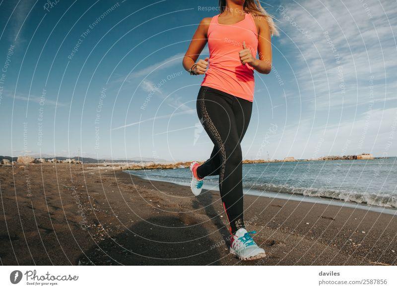Mensch Natur Jugendliche Junge Frau Meer Strand 18-30 Jahre Lifestyle Erwachsene Leben feminin Sport Küste Gesundheitswesen orange rosa