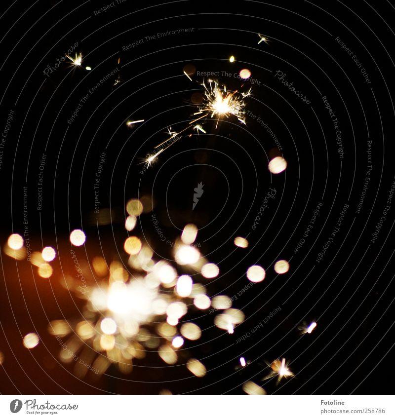 Das funkt! Kunst dunkel schwarz Wunderkerze Stern Funken heiß Silvester u. Neujahr Farbfoto Gedeckte Farben Außenaufnahme Nahaufnahme Menschenleer Abend Nacht