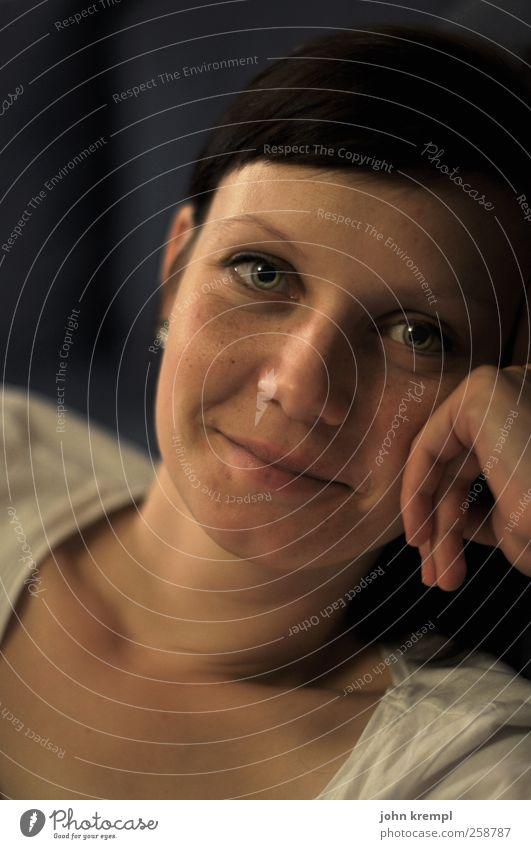 Es ist ein ... Mensch Jugendliche Junge Frau ruhig 18-30 Jahre Gesicht Erwachsene feminin Glück Kopf Zusammensein Lächeln Lebensfreude einzigartig