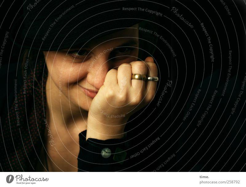 vergnüglich Mensch Jugendliche Hand schön Gesicht Erwachsene feminin Kopf Glück Zufriedenheit warten Finger Bekleidung 18-30 Jahre beobachten Neugier