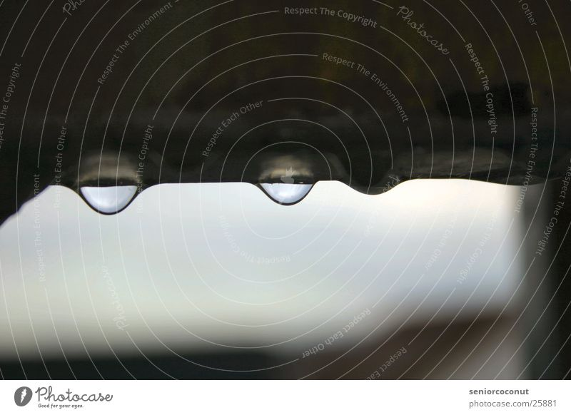 Stimmungsbild grau Regen Wassertropfen trist Geländer