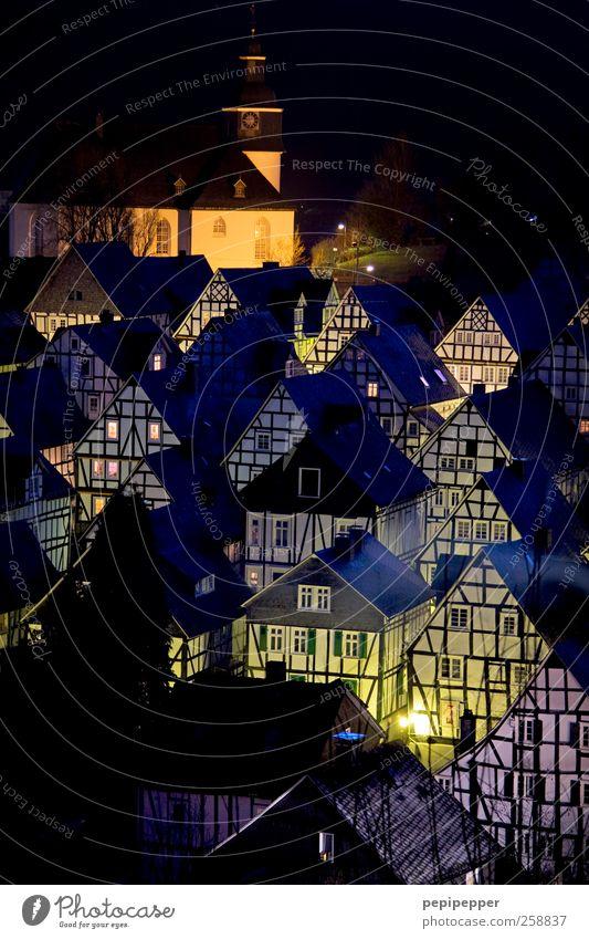 Freudenberg bei Nacht alt Landschaft Haus Winter Fenster Wand Architektur Gebäude Mauer Fassade Wohnung Häusliches Leben Tourismus Tür authentisch Kirche