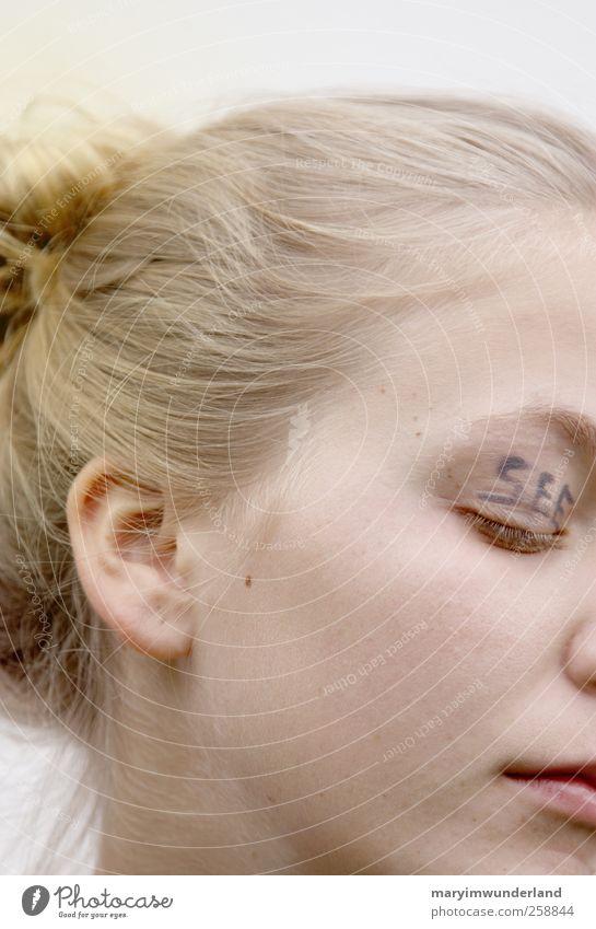 can you see? Jugendliche schön Auge feminin träumen authentisch einzigartig Ohr Junge Frau Schminke Erwartung Sinnesorgane blind Toleranz Akzeptanz Innere Kraft