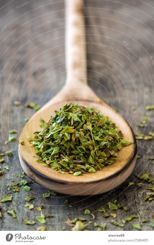 Gesunde Ernährung grün Foodfotografie Lebensmittel Holz Kräuter & Gewürze Vegane Ernährung aromatisch Zutaten Löffel Küchenkräuter Oregano